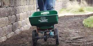 Using A Compost Spreader For Your Lawn   How To Make